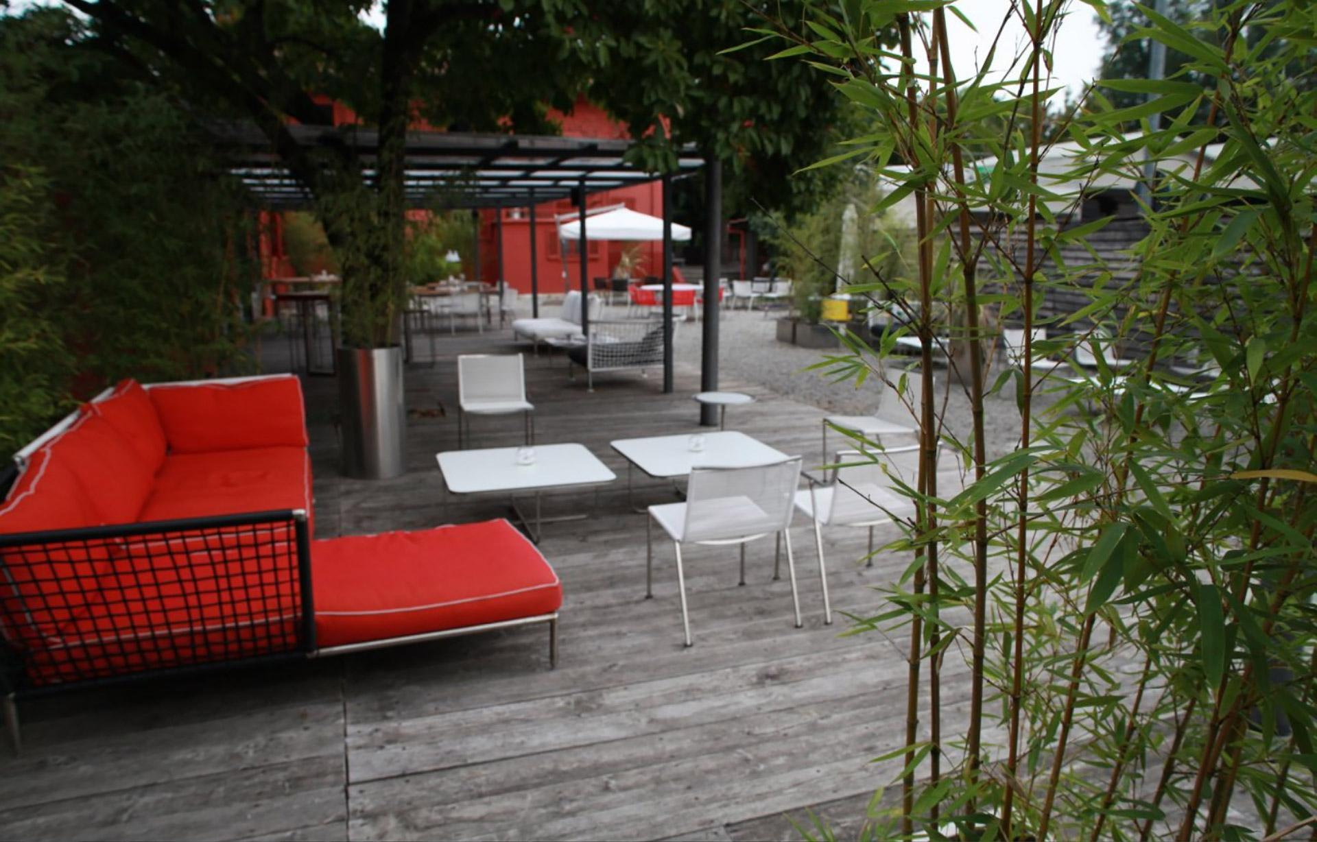 zona aperta di seduta del ristorante
