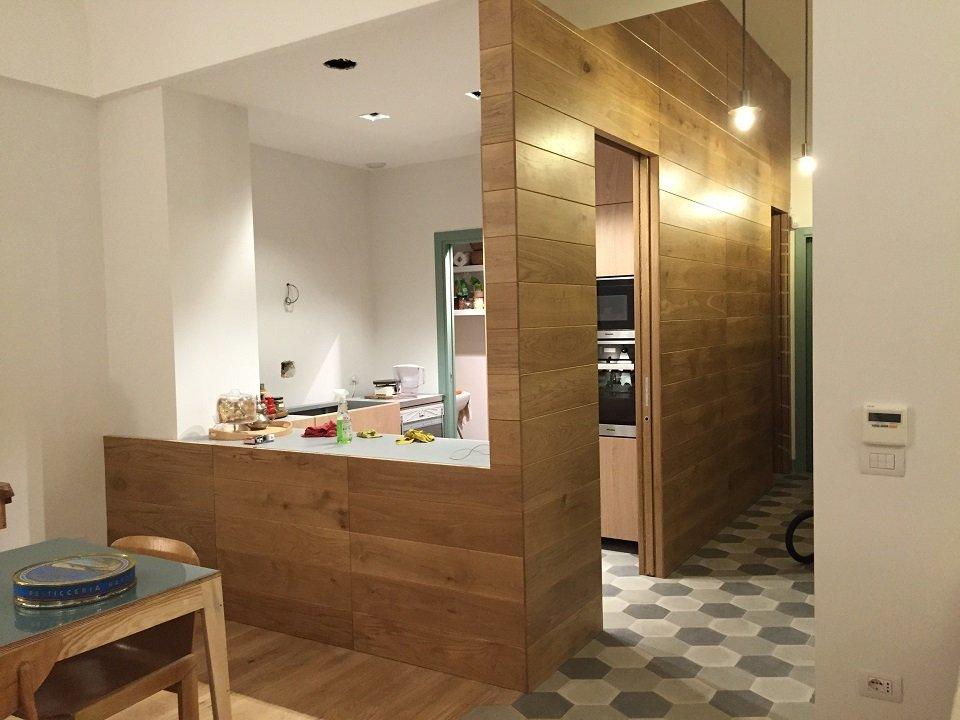 Una cucina in legno minimal