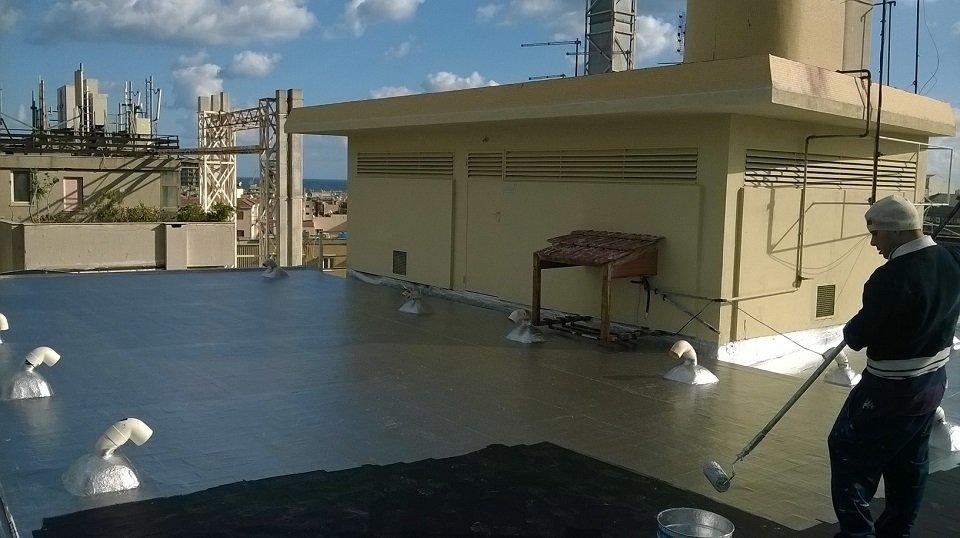 Verniciatura del pavimento di una terrazza esterna