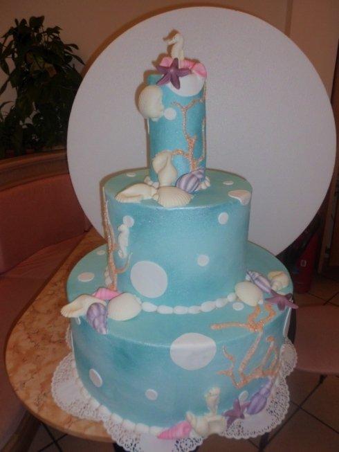 torta con decorazioni marine