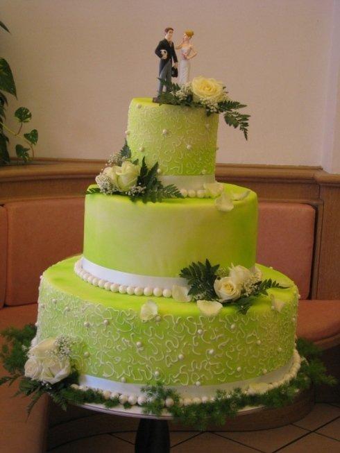 torta verde con sposi