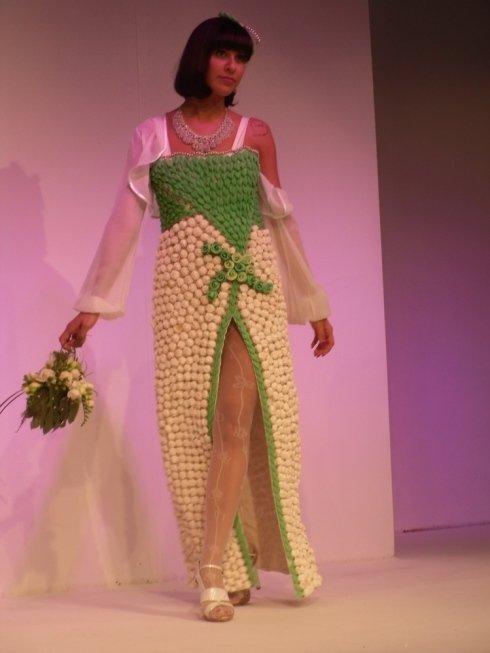 abito verde con MERINGHETTE E FOGLIE DI ZUCCHERO