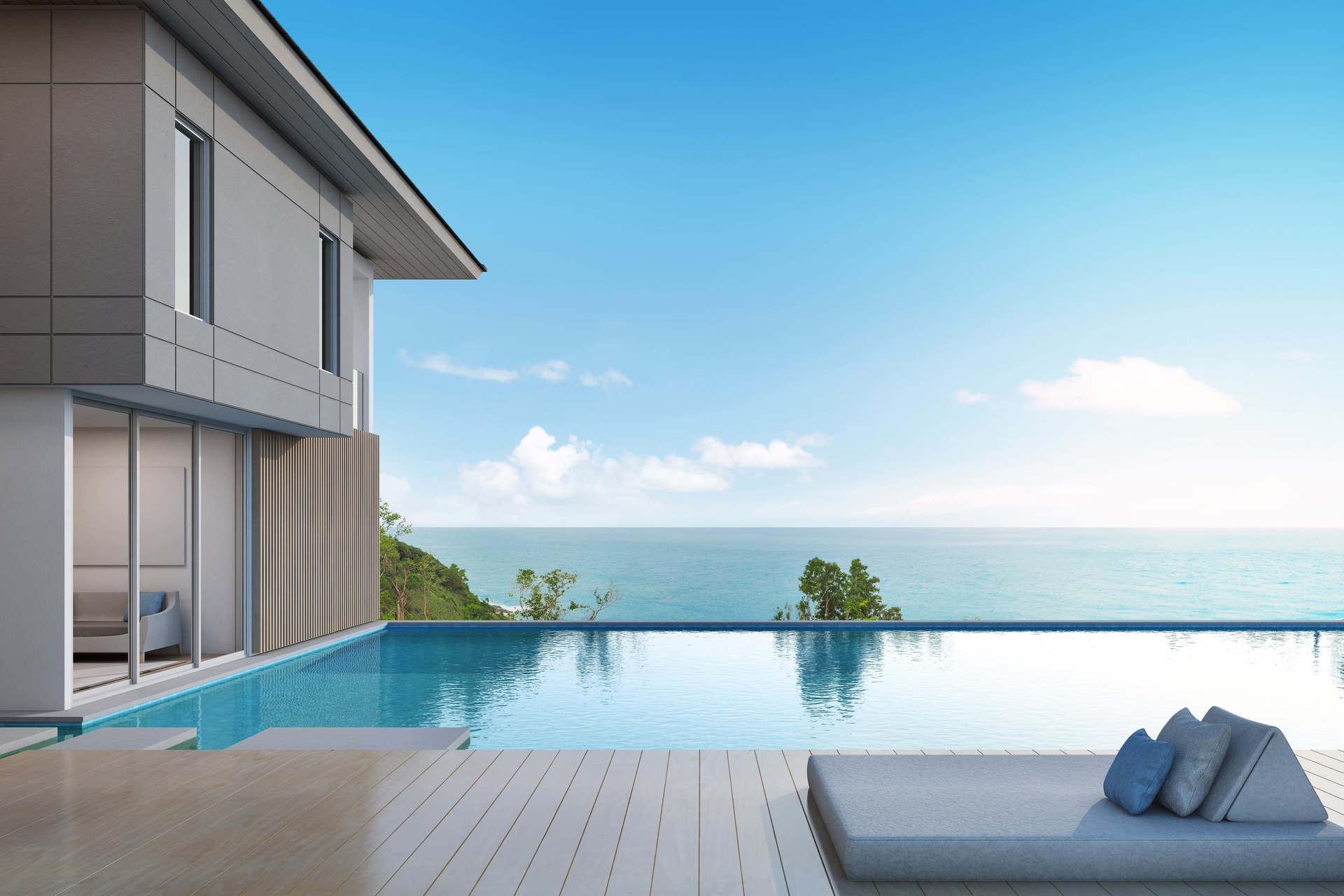 piscina sotto il cielo blu