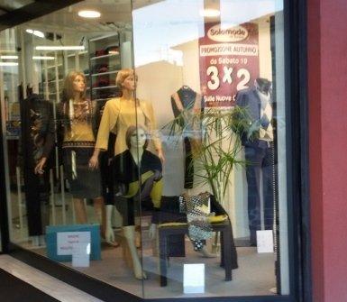 negozio abbigliamento uomo-donna