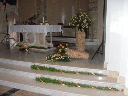 composizioni floreali in vasi per chiesa