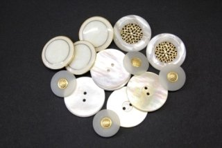bottoni oro e bianchi
