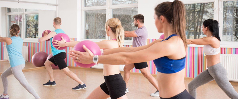 Persone praticando il pilates a Kinesistudio in Voghera