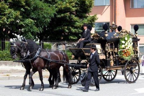 funerale con carrozza e cavalli