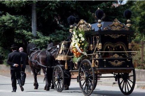 carrozza per un rito funebre