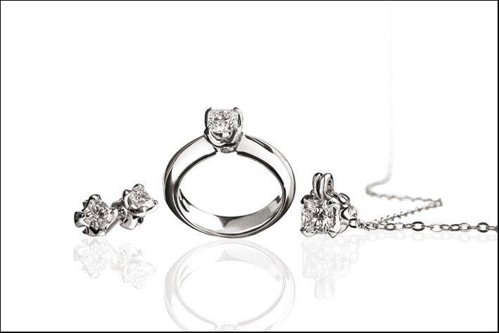 anelli argento con diamanti