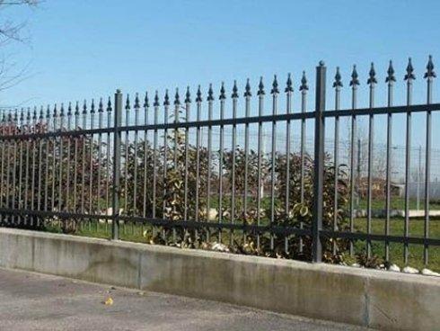 recinzione in metallo