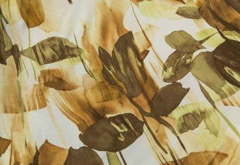 tessuto con stampe floreali in colori autunnali