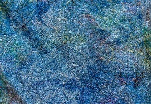 tessuto blu con decorazioni in rilievo
