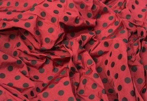 tessuto rosso a pois neri