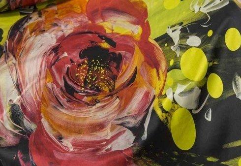 tesstuto fantasia con stampe di rose