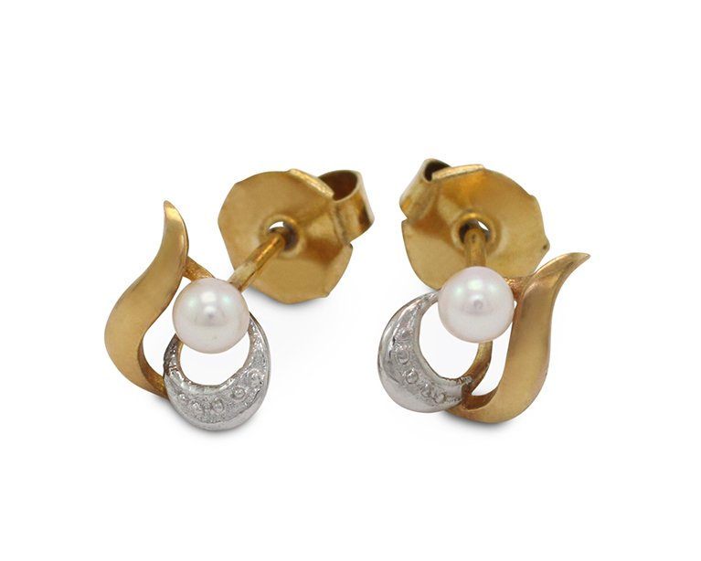 girls love pearls white akoya leaf design stud earrings
