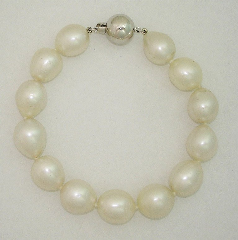girls love pearls white gold clasp