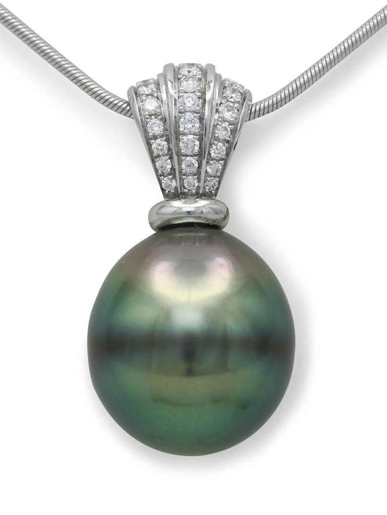 girls love pearls white gold peacock colour tahitian drop pearl