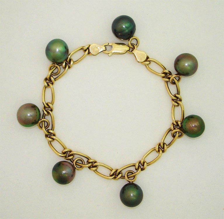 girls love pearls yellow gold figaro and tahitian pearl bracelet
