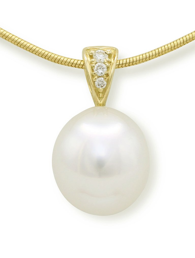 girls love pearls yellow gold south sea pearl and diamond grain set
