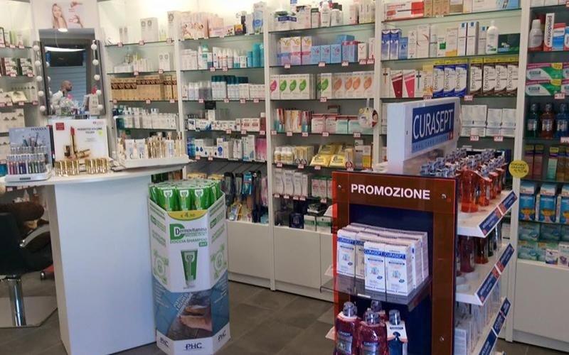 prodotti farmaceutici sugli scaffali