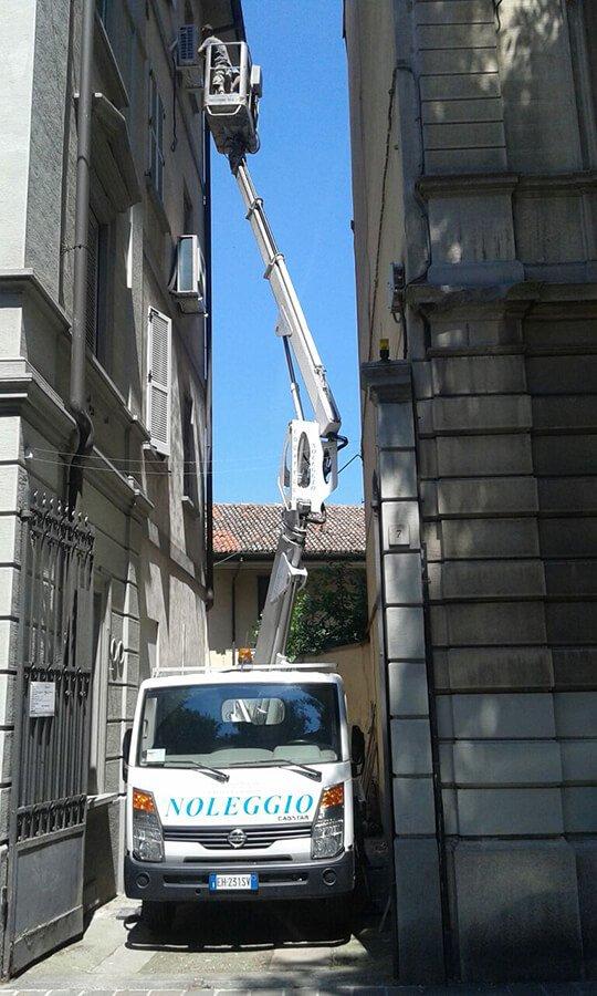 Piattaforme carrate da 28 a 40 metri a Pavia e Piacenza-Locatelli Manutenzioni srl