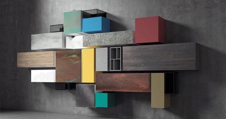 dei mobili a muro di diversi colori