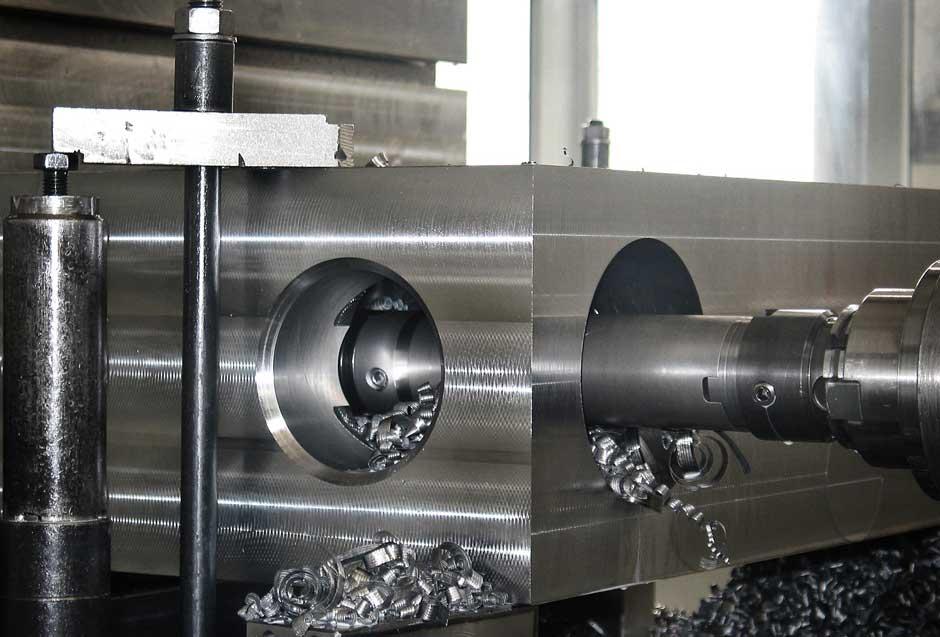macchinario per il processo di alesatura dei metalli