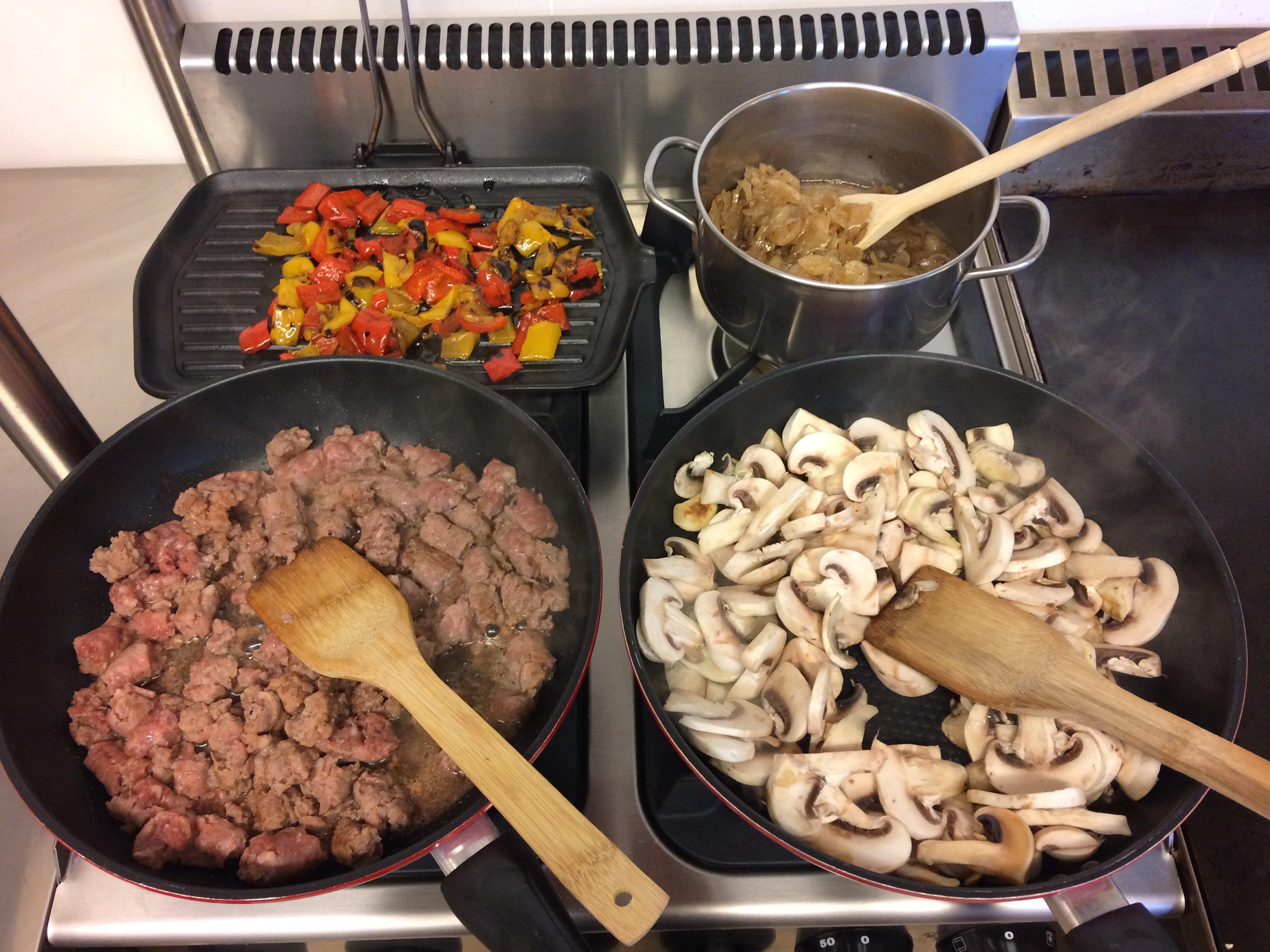 Ingredienti freschi cucinati per preparare la piadina