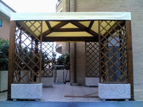 Gazebo struttura portante in legno e telo per tetto in pvc