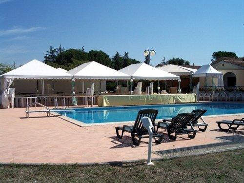 Gazebo riva piscina