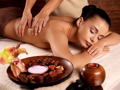 donna durante un massaggio