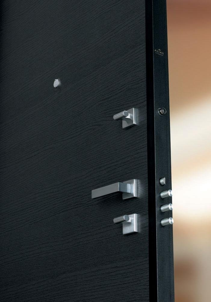 porta blindata colore nero