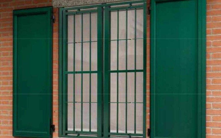 finestre di colore verde
