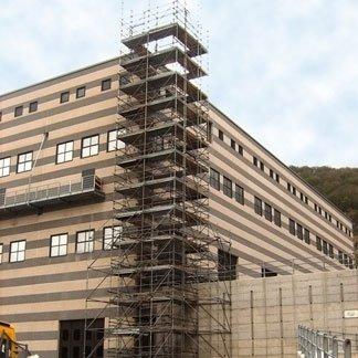 montaggio ponteggi per edificio industriale