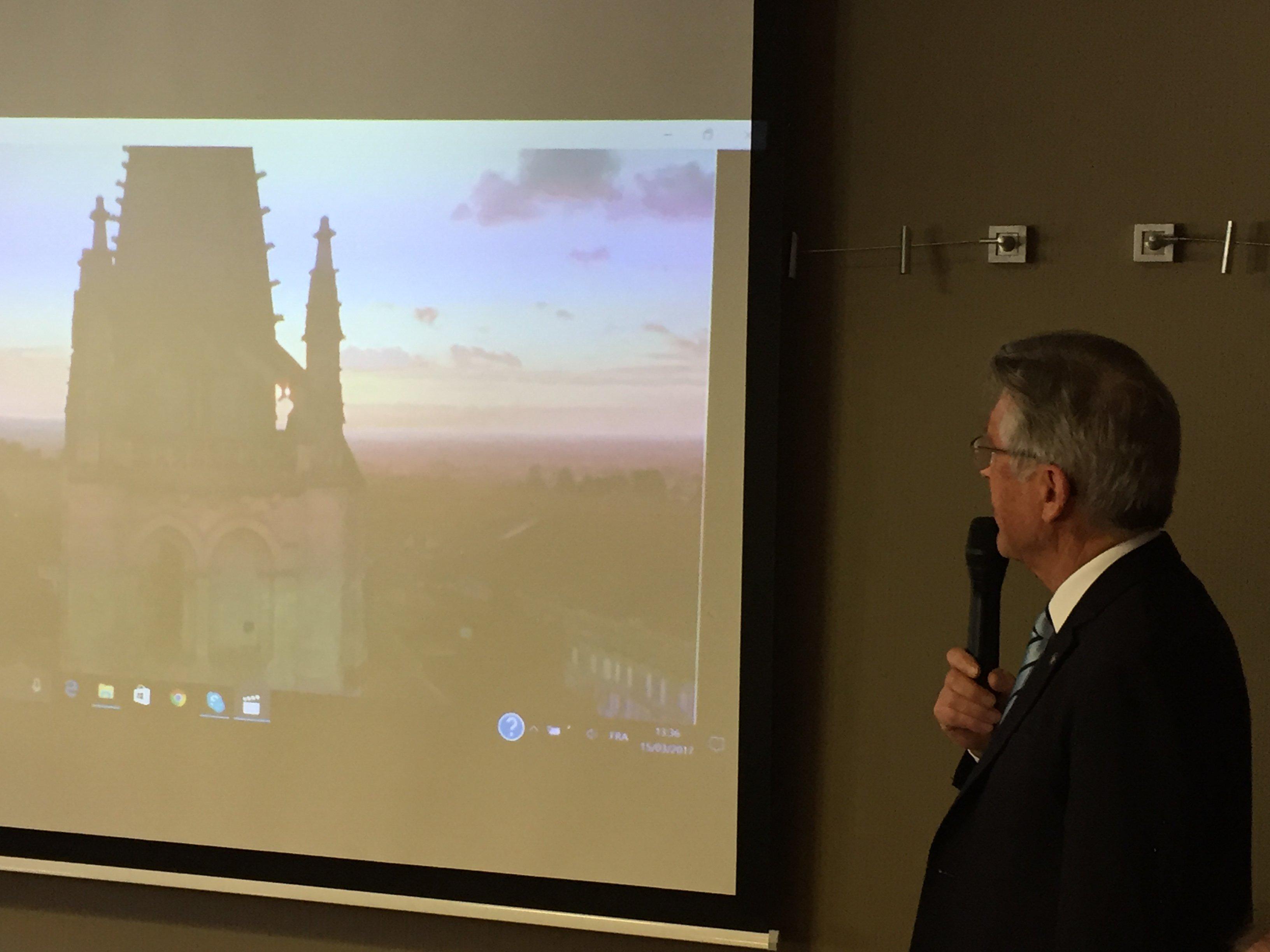 Photo Guy PETRUS LIGNAC, présentation slide, conférence Rotary Club Bordeaux, mars 2017