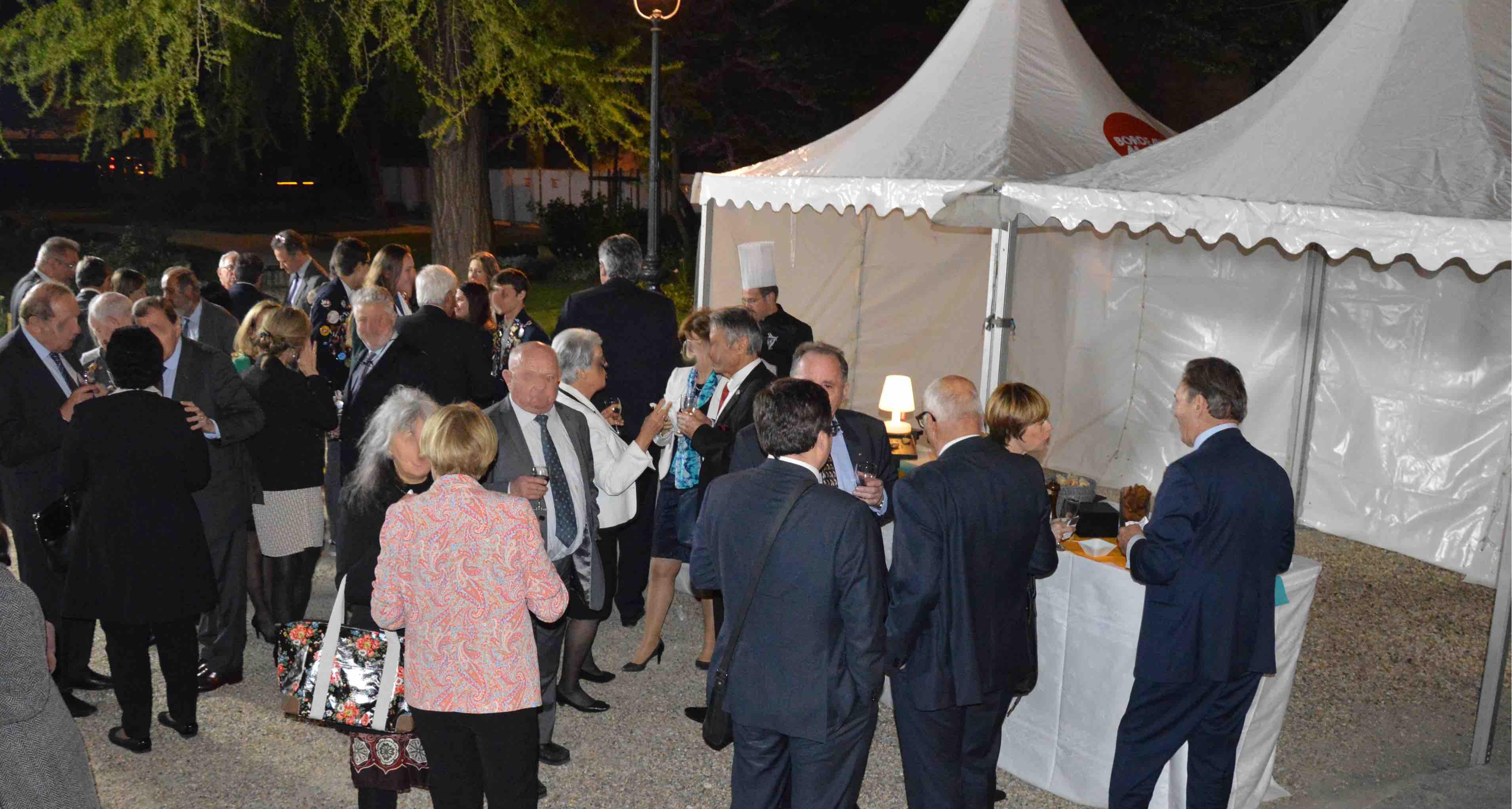 Photo, buffet, jardins Palais Rohan, anniversaire 90 ans Rotary Club Bordeaux