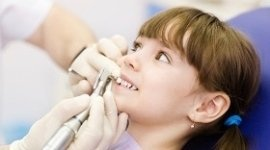 cura denti bambini, dentista per famiglie, cura denti da latte