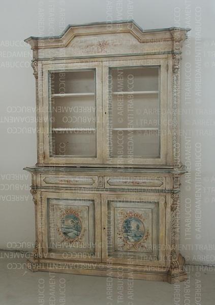 Credenza con vetri color avorio arte fiorentina