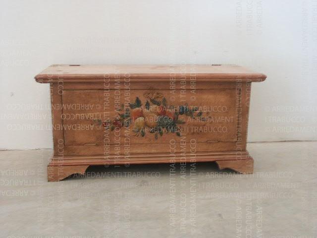 Cassapanca marrone in arte fiorentina