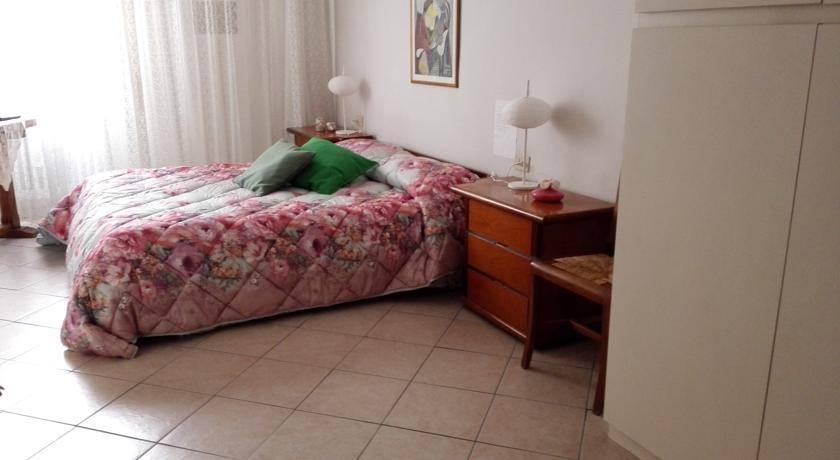 Vista laterale della camera da letto