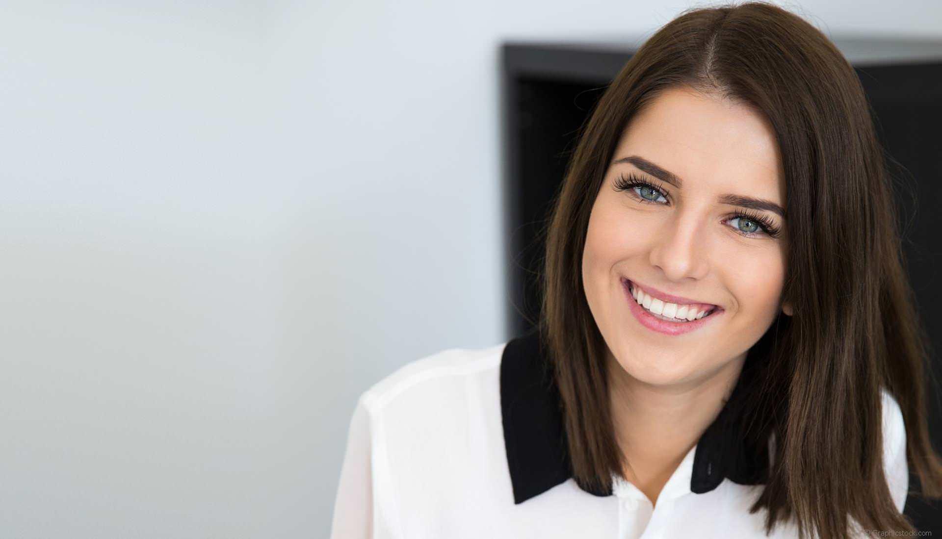 Schöne weiße Zähne mit Bleaching, Veneers und mehr