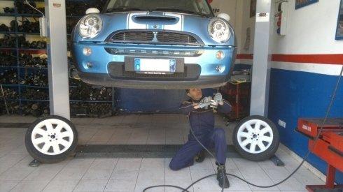 Controllo ammortizzatori per auto di tutti i tipi