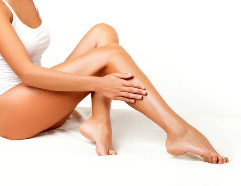 le gambe appena depilate di una donna