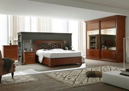camera da letto con armadio in legno e specchiera
