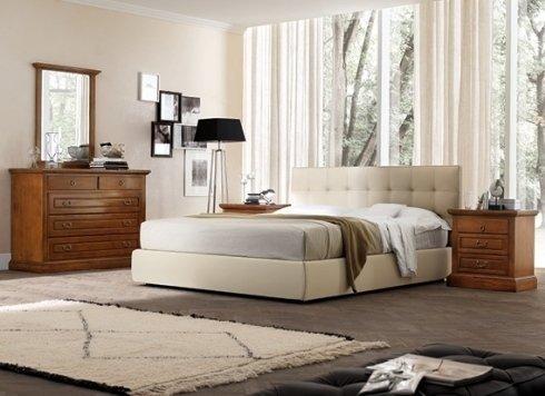 camera da letto con letto bianco