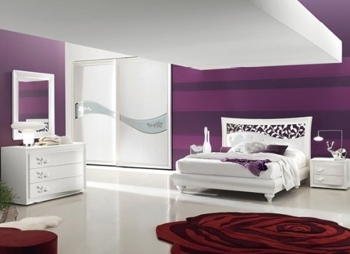 camera da letto con pareti viola