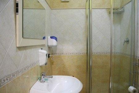 hotel bagno con doccia