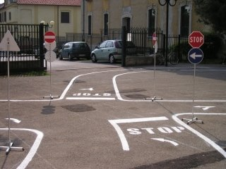 percorso educazione stradale tradate (9).JPG