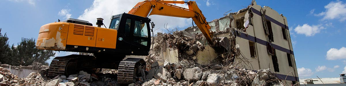 asbestos extraction and containment qld building getting demolished